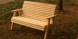 Садовые скамейки из дерева – преимущества и размещение
