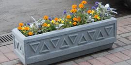 Бетонные клумбы как надежное оформление цветника в саду