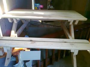 Деревянные столы – лучший вариант для беседок из дерева!