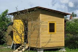 На фото - сарай из деревянных брусьев, postroy-sam.com
