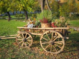 Как обустроить участок в деревенском стиле – доступные материалы