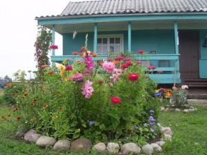 На фото - цветочная клумба своими руками, 4gazon.ru