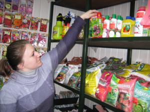 На фото - чем подкормить клубнику весной, lopatkina.wordpress.com