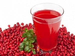 На фото - сок из ягод брусники, edabezvreda.ru