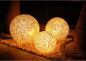 На фото - декоративные фонари и светильники для сада, superdom.ua