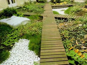 Деревянные садовые дорожки – плюсы и минусы фото