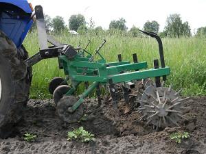 Фото ежей и сеток для прополки картошки, fermer.ru