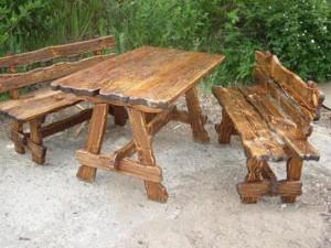 На фото - самодельная деревянная садовая мебель, svoimyrukami.ru