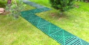 Пластиковая плитка для садовых дорожек – как добиться красоты! фото