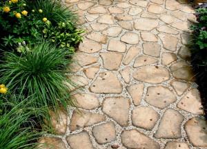 Какой материал или покрытие выбрать для садовых дорожек на даче?
