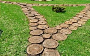 Строим садовые дорожки на даче своими руками из обрезков дерева