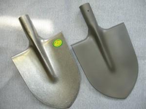 На фото - штыковая лопата из титана, ural-vsmpo.ru