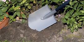 Штыковая лопата – помощница в саду на все времена