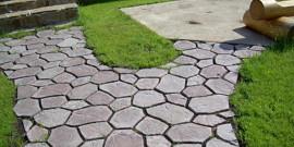Дорожка на даче из керамической плитки