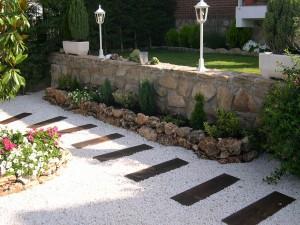 Фото про садовые дорожки из гравия и их декорирование, novahispalis.com