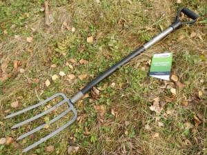 Садовые чудо-вилы для копки земли и уборки садового участка: как выбрать?