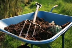 Из каких материалов изготавливают вилы для сада?
