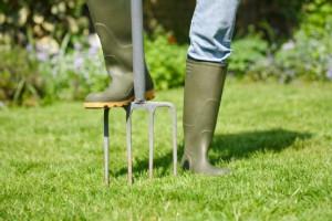 Из каких материалов изготавливают вилы для сада? фото