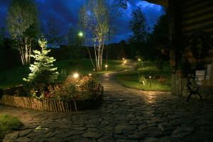 На фото - фонари для освещения дорожек в саду, stroika-smi.ru