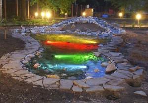 На фото - игра света и теней в саду, svouimirukami.ru