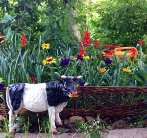 На фото - деревянная ограда вокруг палисадника, zabory78.ru