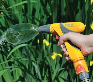 На фото - насадка-пистолет для полива, spok.ua