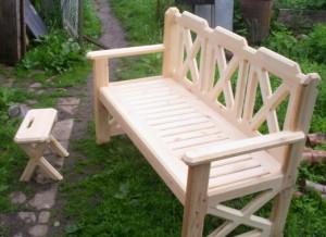 На фото - садовая мебель из дерева, poremontu.ru