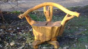 На фото - садовая мебель из подручных средств, worldcabinetry.ru