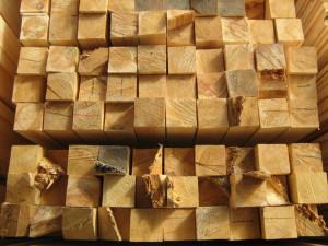 На фото - деревянные брусья для беседки, ruspromles.ru