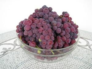 На фото - виноград Изабелла, fotki.yandex.ru