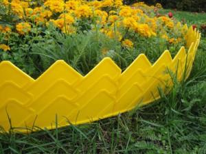 Пластиковый забор для клумбы – быстро и эффективно фото