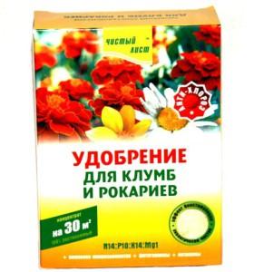 На фото - минеральное удобрение для клумб, floraplus.com.ua
