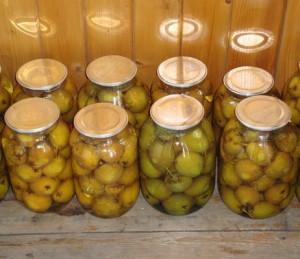 Как правильно хранить груши и какую тару для хранения выбрать? фото