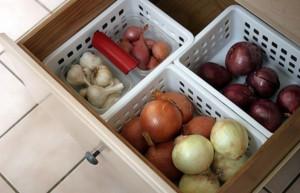 На фото - зимний чеснок в шкафчике, content.foto.mail.ru