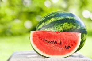 Ягода или фрукт этот сочный продукт?