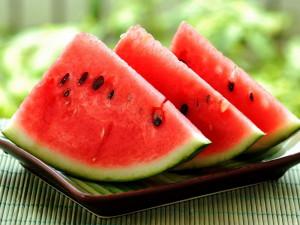 Ягода или фрукт этот сочный продукт? фото