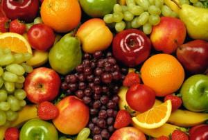 На фото - фрукты и ягоды для компота на зиму, wpapers.ru