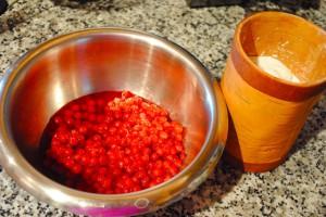 Фото красной смородины и сахара для компота на зиму, herringinfurs.blogspot.com