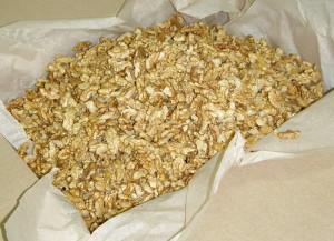 На фото - хранение очищенных грецких орехов, board.kompass.ua