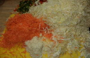 Как быстро приготовить маринованную капусту с хреном?