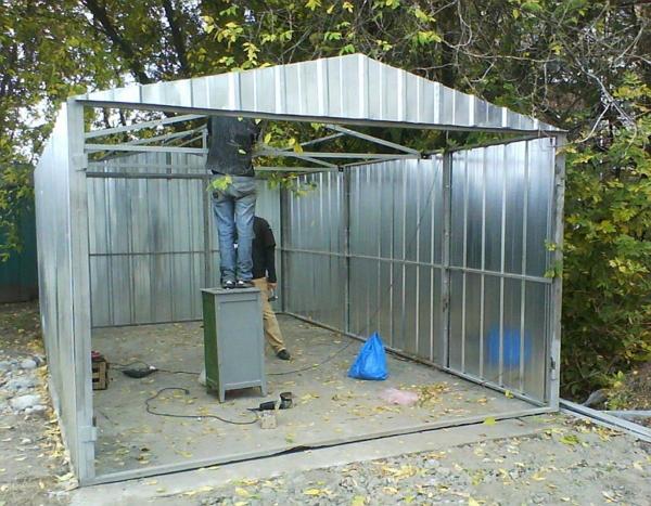 Как сделать гараж из металлических труб