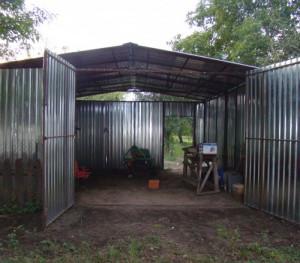 Фото стен гаража из профнастила, online-prorab.ru