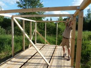 Фото сборки деревянной конструкции сарая, stroyday.ru