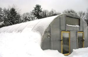 На фото - зимняя теплица типа термос, dnepropetrovsk.all.biz