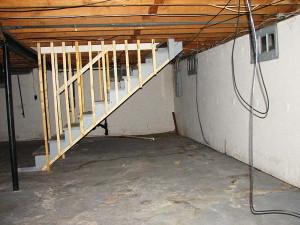 Фото устройства овощного хранилища под домом, srubnbrus.com
