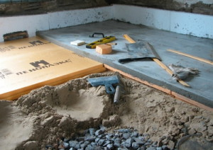 На фото - устройство песчаной подушки  погреба, strport.ru