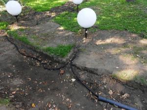 Фото прокладки кабеля для уличного освещения дачи, tsvetnik.info