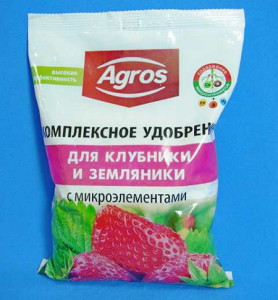 На фото - комплексное удобрение для клубники, agronika.ru