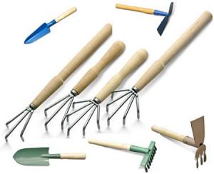 На фото - почвообрабатывающие инструменты, taget-stroy.ru