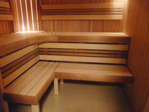 На фото - конструкция полок в бане, listvashop.ru
